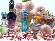 perfume, itra, venus, itra lagane ke fayde, itra ke totke, itra ke upay, dhan, laxmi, gulab ka itra, chand ka itra, इत्र, शुक्र ग्रह, लक्ष्मी, गुलाब, चन्दन